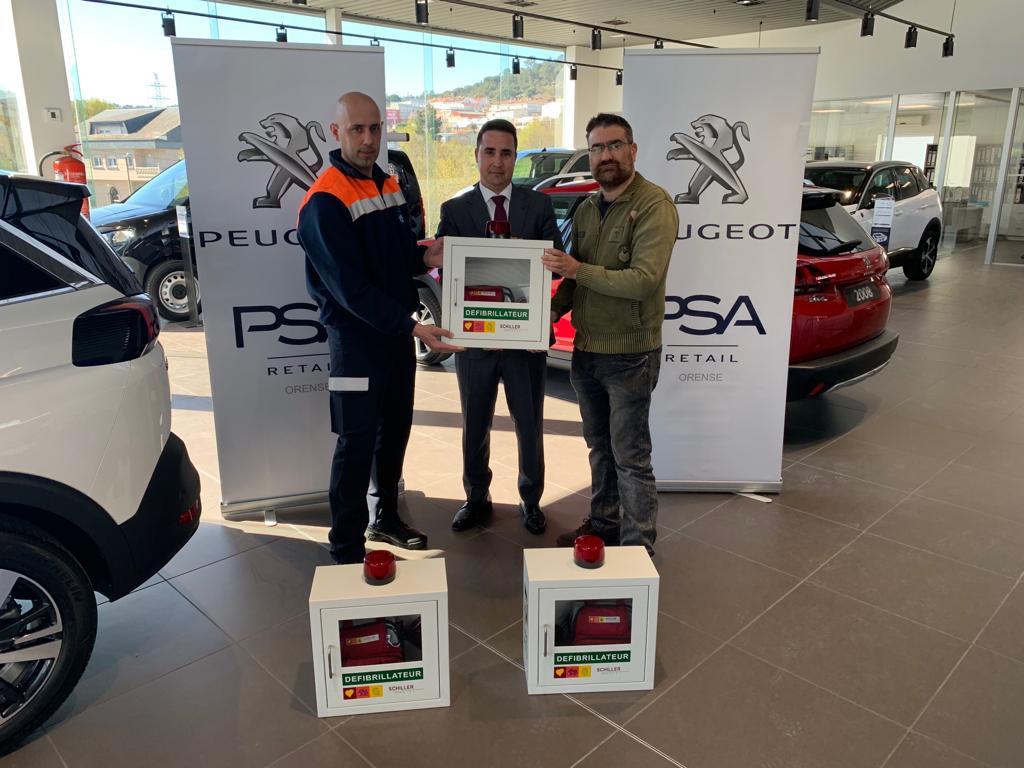 Allariz conta con tres desfibriladores doados por PSA Peugeot Retail Orense